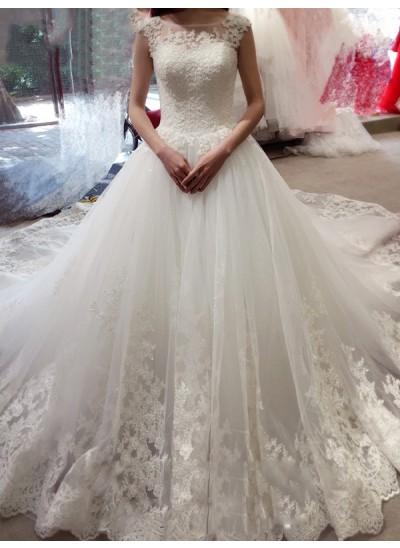 Duchesse-Stil Bateau-Ausschnitt Ärmellos Tüll Hofschleppe Hochzeitskleid mit Applikationen